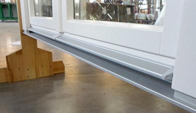 Zmiana progu aluminiowego w systemach drewnianych